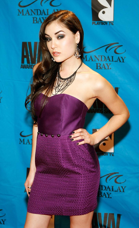 Była aktorka filmów pornograficznych, Sasha Grey, wystąpiła w teledysku grupy Death In Vegas.