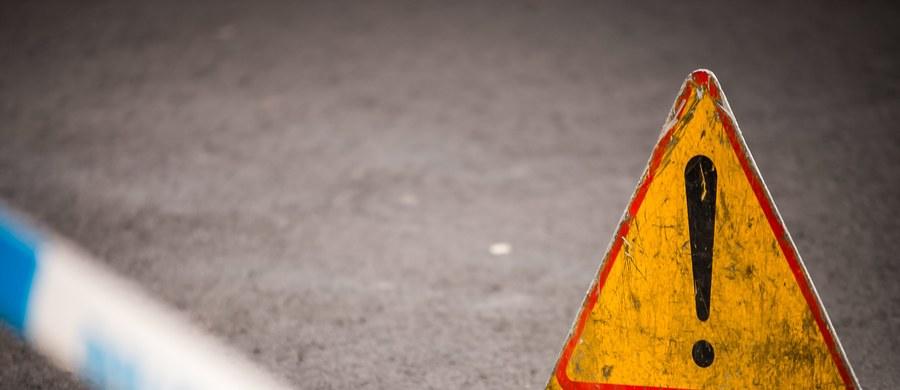 """Trzy osoby zostały ciężko ranne, a 13 lżej poszkodowanych w wypadku w okolicach Białobrzegów na Mazowszu. Krajowa """"7"""" w stronę Radomia przez kilka godzin była zablokowana."""