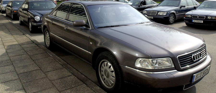 350 zarzutów dla 40 osób trudniących się kradzieżami luksusowych aut, ich legalizacją i sprzedażą, zawiera akt oskarżenia wysłany właśnie do sądu przez wrocławską prokuraturę. Zakończyło się śledztwo w sprawie dwóch grup przestępczych.