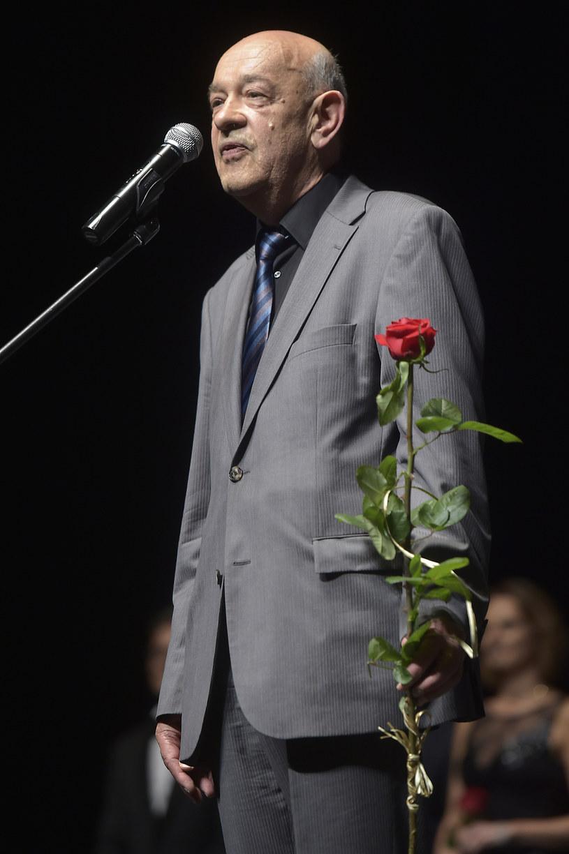 """""""Słowo 'zamach' pojawia się nieustannie w omówieniach, a ja tylko pokazuję 'katastrofę', nie ma ani słowo, czy to był zamach, czy nie"""" - mówi reżyser filmu """"Smoleńsk"""" Antoni Krauze w Porannej rozmowie w RMF FM. Gość Roberta Mazurka przyznaje, że jest pewien, iż katastrofa nie była zwykłym wypadkiem komunikacyjnym."""