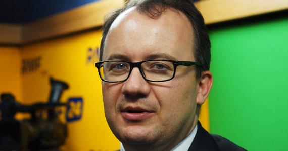 """Będzie interwencja Rzecznika Praw Obywatelskich w Parlamencie Europejskim ws. antypolskich incydentów w Wielkiej Brytanii. """"Mogę zadeklarować, że to zrobię"""" - mówi w Popołudniowej rozmowie RMF FM, dr Adam Bodnar. """"To jest zadanie na najbliższe tygodnie - zainteresowanie problemem komisji ds. petycji PE. Ponieważ ta komisja to jest ten organ, który się zajmuje naruszeniami praw człowieka w kontekście integracji europejskiej"""" - tłumaczy RPO."""