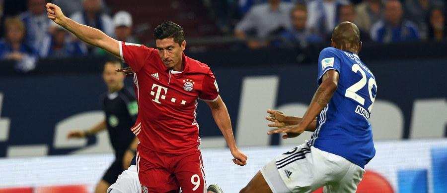 Robert Lewandowski zdobył bramkę dla Bayernu Monachium i asystował przy kolejnej w wyjazdowym meczu z Schalke 04 Gelsenkirchen w 2. kolejce piłkarskiej ekstraklasy Niemiec. Bawarczycy wygrali 2:0 po trafieniach w końcówce spotkania.