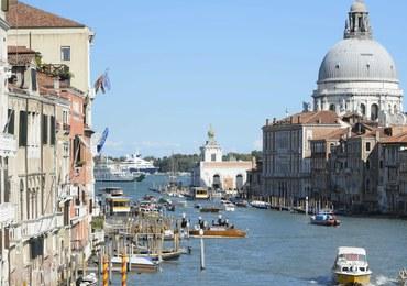 """Kolejny protest przeciwko najazdowi turystów na Wenecję. """"Niszczycie miasto, precz!"""""""