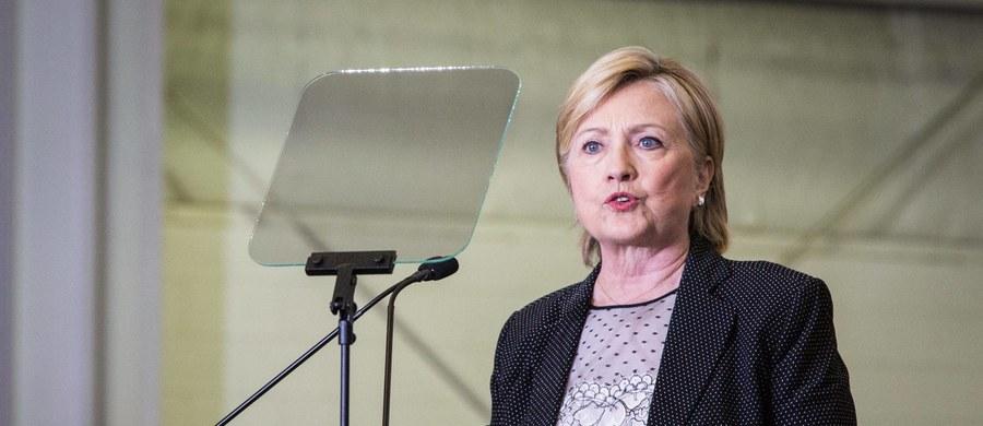 Kandydatka Demokratów na prezydenta Hillary Clinton zasłabła w niedzielę, kiedy uczestniczyła w Nowym Jorku w uroczystości upamiętnienia 15. rocznicy ataku terrorystycznego na USA. Rozbudziło to spekulacje, że jej stan zdrowia może być gorszy niż to podaje sztab jej kampanii. Z diagnozy lekarzy wynika, że Clinton cierpi na zapalenie płuc.