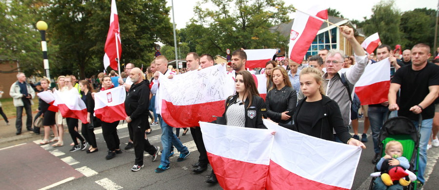 Dwóch polskich policjantów poleciało dziś do Londynu. Mają spotkać się z brytyjską policją w spawie nacjonalistycznych ataków na Polaków w Harlow i w Leeds.
