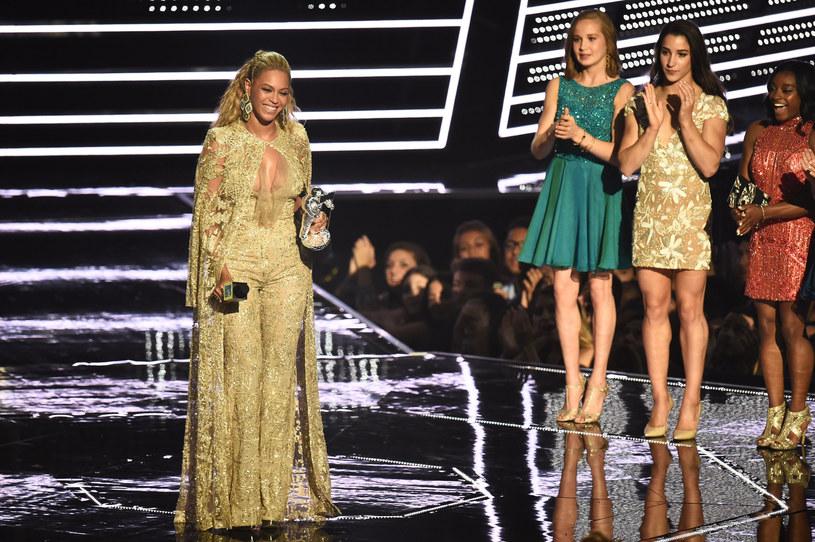 Beyonce pomogła w zaręczynach swoich tancerzy, które odbyły się na scenie podczas koncertu amerykańskiej gwiazdy.