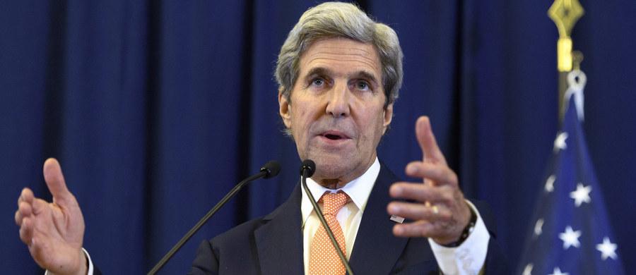 """Sekretarz stanu USA John Kerry oświadczył, że pierwsze doniesienia napływające z Syrii, odkąd w tym kraju zaczął obowiązywać rozejm między siłami rządowymi a zbrojną opozycją, wskazują na osłabienie walk. """"To szansa dla Syrii"""" - powiedział."""