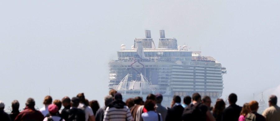 Jedna osoba zmarła, a cztery zostały poważnie ranne w wyniku upadku łodzi ratunkowej, do jakiego doszło na największym na świecie statku wycieczkowym Harmony of the Seas. Zdarzenie miało miesjce w przerwie rejsu, kiedy statek przebywał w porcie w Marsylii, na południu Francji.