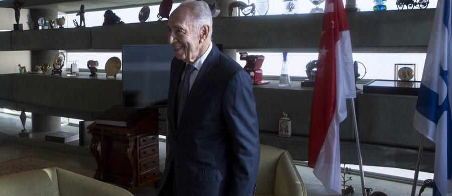 Były prezydent i premier Izraela Szimon Peres trafił do szpitala w związku z udarem mózgu. Jego biuro poinformowało, że został wprowadzony w stan śpiączki i że oddycha z pomocą respiratora.