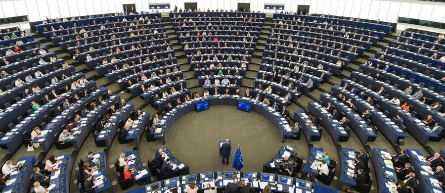 """Rzeczniczka MSZ Rosji Maria Zacharowa nazwała """"przestępstwem informacyjnym"""" przyjętą w Parlamencie Europejskim rezolucję wyrażającą zaniepokojenie wymierzoną w UE propagandą ze strony Rosji. Zacharowa zapewniła, że w Rosji nie są dyskryminowani zagraniczni dziennikarze."""