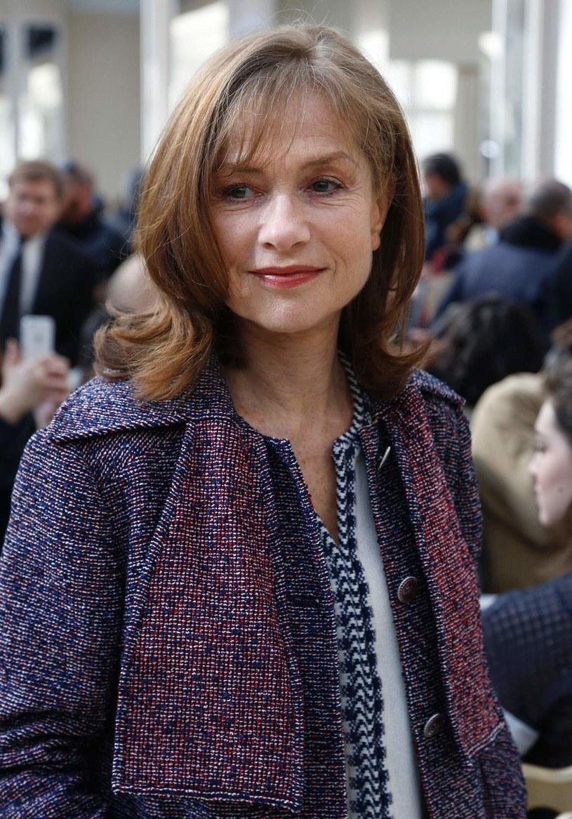 """Krzysztof Warlikowski zaprezentował na nowojorskim Next Wave Festival spektakl """"Fedry"""" (""""Phaedra (s)"""") paryskiego teatru Odeon. Za """"nadzwyczajną"""" uznała tę inscenizację wykonawczyni głównej roli, francuska gwiazda Isabelle Huppert."""