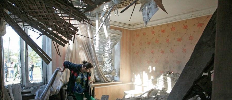 W ogarniętym konfliktem Donbasie na wschodzie Ukrainy weszło w życie o północy czasu lokalnego (godz. 23 czasu polskiego) nowe zawieszenie broni między siłami rządowymi a prorosyjskimi separatystami. Nowy rozejm ma obowiązywać przez tydzień.