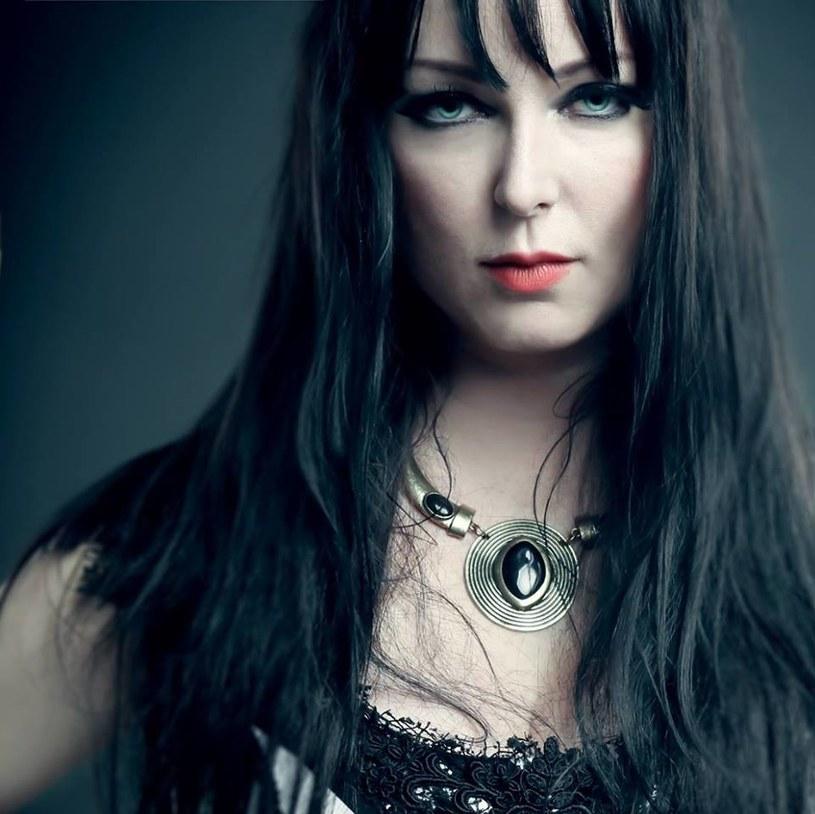 """18 listopada na rynek trafi """"The Puzzle"""", nowa płyta Dark Sarah, projektu Heidi Parviainen, byłej wokalistki fińskiego Amberian Dawn."""