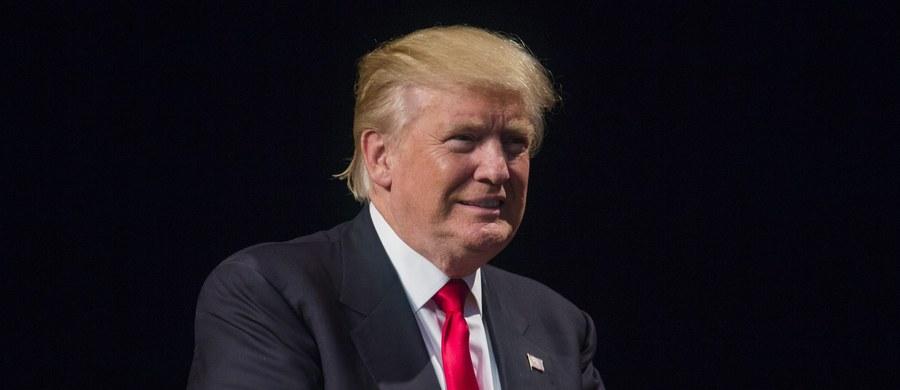 W niezręcznej sytuacji znalazł się Donald Trump, kiedy podczas przemówienia w środę wieczorem (czasu USA) w afroamerykańskim kościele we Flint w stanie Michigan przerwano mu, gdy zaczął krytykować swoją demokratyczną rywalkę w wyborach, Hillary Clinton.
