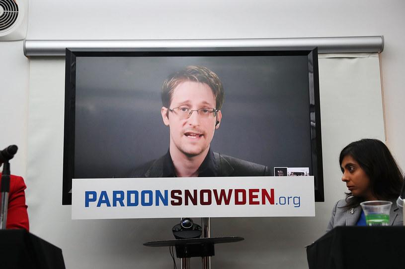"""W klipie """"The Veil"""" Petera Gabriela nieoczekiwanie pojawił się Edward Snowden, zbiegły do Rosji były pracownik Agencji Bezpieczeństwa Narodowego. Utwór pochodzi z biograficznego filmu """"Snowden"""", który wchodzi do kin 16 września (polska premiera 11 listopada)."""