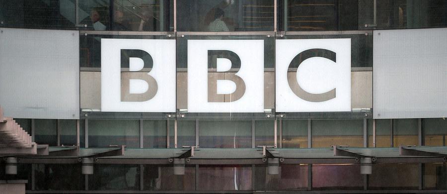 """Brytyjski rząd zdecydował, że BBC - nadawca publiczny – będzie ujawniać płace swoich pracowników, którzy zarabiają więcej niż 150 tys. funtów szterlingów rocznie. Według minister ds. kultury, mediów i sportu Karen Bradley jest to podyktowane względami """"otwartości i przejrzystości""""."""