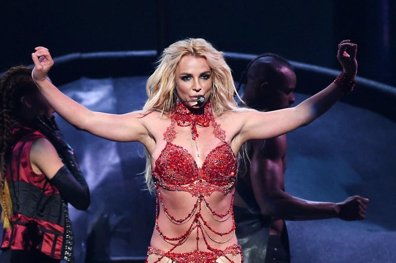 W wywiadzie dla magazynu NME Britney Spears ujawniła, że czasem rozważa porzucenie muzyki na rzecz zostania nauczycielem.