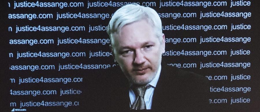 """Sąd Apelacyjny w Sztokholmie utrzymał w piątek nakaz aresztowania twórcy demaskatorskiego portalu WikiLeaks Juliana Assange'a. W maju podobny wyrok wydał sąd niższej instancji, który następnie zaskarżył Assange."""" Podtrzymujemy przekonanie, że nakaz aresztowania Juliana Assange'a jest konieczny, gdyż jest on wciąż oskarżony o dokonanie gwałtu, a także istnieje ryzyko, iż będzie unikał wymiaru sprawiedliwości"""" - ogłosił Sąd Apelacyjny."""
