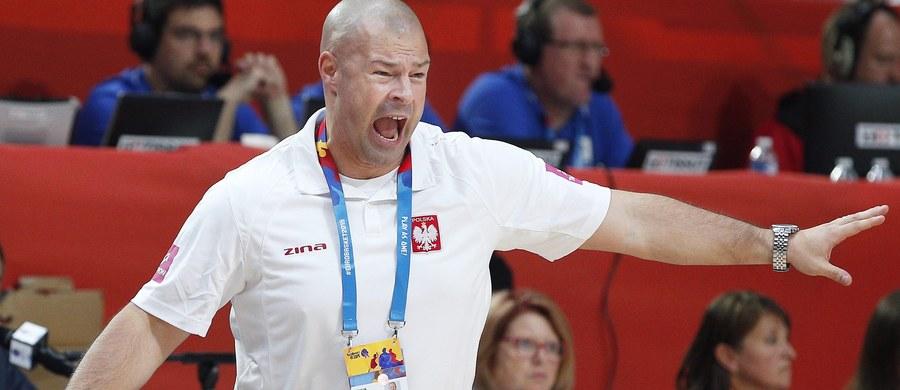 Reprezentacja Polski koszykarzy rozgromiła w Tartu Estonię 94:63 (24:16, 22:11, 21:12, 27:24) w 6. kolejce grupy D eliminacji mistrzostw Europy 2017 i awansowała do turnieju głównego z pierwszego miejsca w tabeli. Biało-czerwoni wygrali pięć z sześciu spotkań.