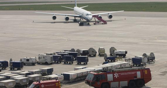 Z niemal dziewięciogodzinnym opóźnieniem odlecieli pasażerowie samolotu Aerofłotu do Mokswy przez niegroźny wypadek na warszawskim lotnisku imienia Fryderyka Chopina. Rosyjski Airbus A320 otarł się o niewielki turbośmigłowy samolot polskiej linii Sprint Air.