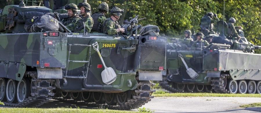 """Szwecja otrzymała """"ściśle tajną"""" informację o zwiększonym zagrożeniu ze strony Rosji, co przyczyniło się do szybkiego przywrócenia stałej obecności szwedzkiego wojska na wyspie Gotlandia - pisze szwedzki dziennik """"Dagens Nyheter""""."""
