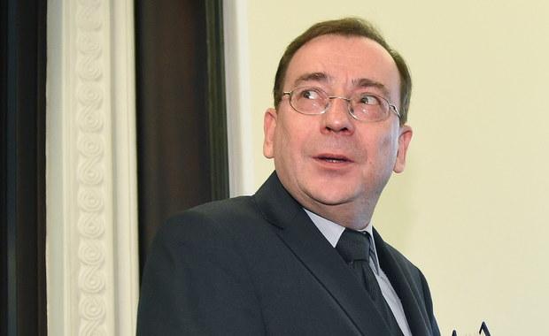 CBA rozpoczęło kontrolę w pięciu strategicznych spółkach Skarbu Państwa. Dotyczą zawieranych umów - poinformował minister koordynator służb specjalnych Mariusz Kamiński. Powiedział, że zwrócił się do ministrów o informacje dotyczące podległych im spółek, mają one wpłynąć do CBA na przełomie miesiąca.