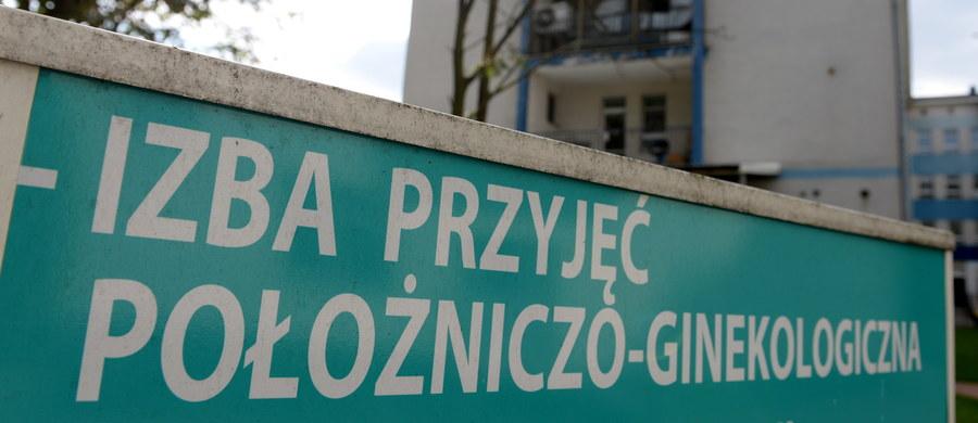 W Wojewódzkim Szpitalu Zespolonym w Kielcach 12-letnia dziewczynka urodziła dziecko. Młoda matka w ciążę zaszła będąc w piątej klasie podstawówki. Wiadomo, że ojciec dziecka ma 29 lat. Sprawą zajmuje się wałbrzyska prokuratura, bo na terenie tego miasta doszło do współżycia - dowiedział reporter RMF MAXXX, Michał Michta.