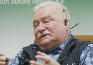 Grupa młodych ludzi w maskach na twarzach próbowała zakłócić spotkanie z udziałem Lecha Wałęsy