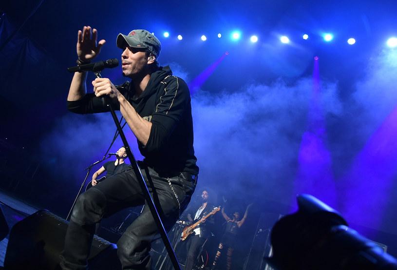 """16 grudnia w Tauron Arenie Kraków wystąpi Enrique Iglesias. Latynoski gwiazdor zaśpiewa w ramach trasy """"Sex and Love""""."""