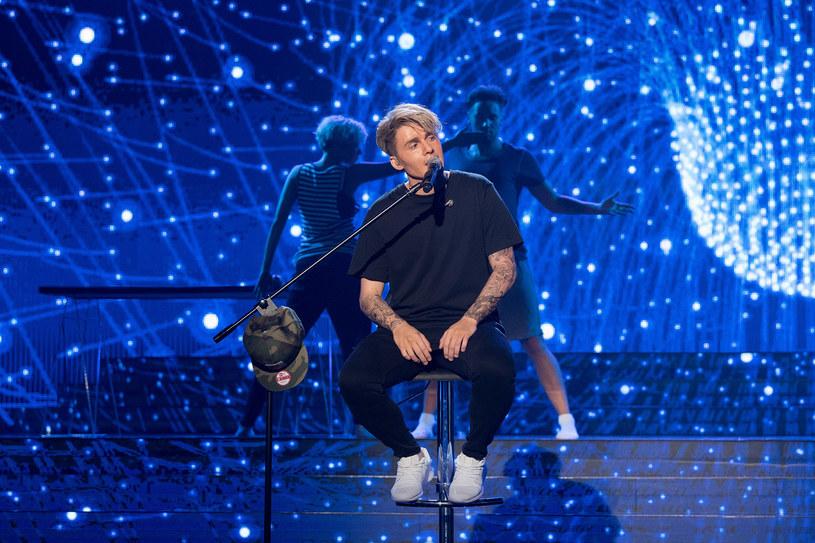 """W kolejnym odcinku szóstej już edycji show """"Twoja Twarz Brzmi Znajomo"""" Kamil Bijoś pojawi się na scenie jako Justin Bieber. Zobaczcie!"""