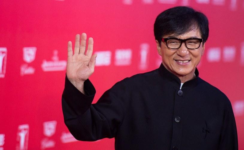 Hongkoński aktor Jackie Chan, gwiazdor kina sztuk walki, planuje występy w Mińsku i chce, by powitano go z honorami. Oczekuje spotkania z prezydentem Białorusi Alaksandrem Łukaszenką lub premierem Andriejem Kabiakouem - podało Radio Swaboda.