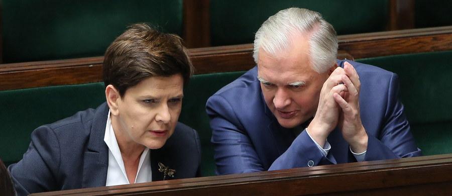 Kosmetyczne zmiany czy istotne przemeblowanie? Najbliższe dni pokażą, jak będzie wyglądał rząd po zmianach zapowiedzianych przez premier Beatę Szydło. I to z pewnością zdominuje polityczny kalendarz nowego tygodnia.