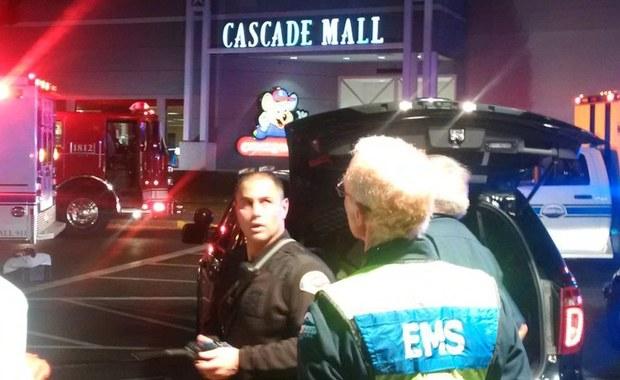 Zmarła piąta ofiara strzelaniny, do której doszło w centrum handlowym Cascade Mall w Burlington w stanie Waszyngton. Ofiary to 4 kobiety i mężczyzna. Sprawca, który otworzył ogień do osób robiących zakupy, zbiegł.