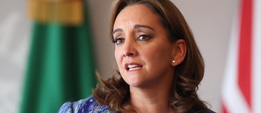 """Szefowa meksykańskiego MSZ Claudia Ruiz Massieu, określiła jako """"absurdalny"""" pomysł kandydata Republikanów w wyborach prezydenckich w USA Donalda Trumpa, dotyczący zbudowania """"muru antyimigranckiego"""" wzdłuż granicy amerykańsko-meksykańskiej. """"Dla nas, to absurdalna propozycja pozostająca w sprzeczności ze wszystkim, co chcielibyśmy zrobić wspólnie: być bardziej konkurencyjnymi, tworzyć więcej miejsc pracy i możliwości"""" - powiedziała w wywiadzie dla MSNBC."""