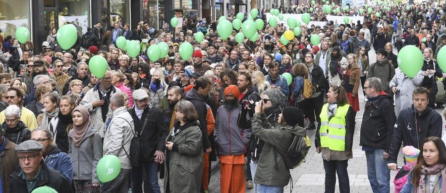 20 tys. osób protestowało w sobotę na ulicach Helsinek przeciwko rasizmowi w związku ze śmiercią 28-letniego mężczyzny, pobitego przed tygodniem podczas neonazistowskiego marszu w stolicy Finlandii.