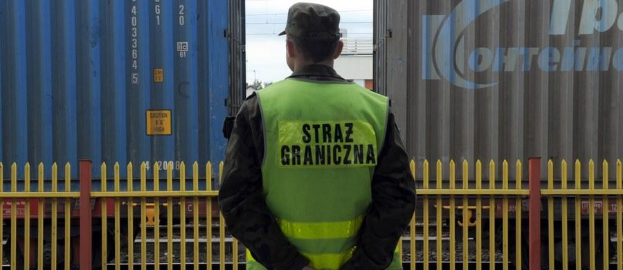 Na przejściu granicznym w Terespolu były przypadki, że Straż Graniczna nie dopuszczała azylantów do złożenia wniosków - alarmuje Rzecznik Praw Obywatelskich. Straż Graniczna odpiera zarzuty. Zapewnia, że cudzoziemiec otrzymuje decyzję o odmowie wjazdu, jeśli jego cel jest inny niż poszukiwanie ochrony.