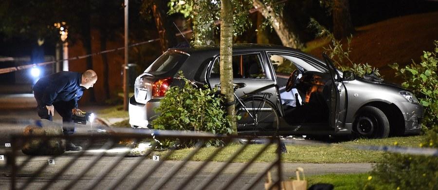 Cztery osoby zostały ranne, w tym jedna ciężko, w strzelaninie, do której doszło w niedzielę wieczorem w centrum Malmoe na południu Szwecji - poinformowała szwedzka policja. Napastnicy poruszali się na skuterach. Wciąż są poszukiwani.