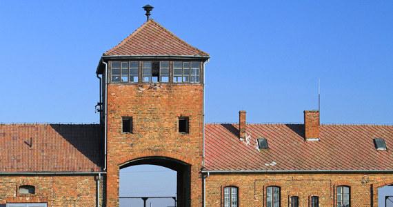 Dwóch nastolatków z Portugalii odpowie przed sądem rejonowym w Oświęcimiu za niszczenie historycznej Bramy Śmierci w byłym niemieckim obozie Auschwitz II-Birkenau – poinformował zastępca oświęcimskiego prokuratora rejonowego Mariusz Słomka. Młodym ludziom grozi do 10 lat więzienia.