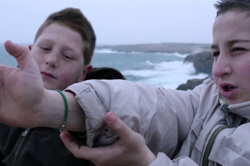 """Dokument """"Fuocoammare. Ogień na morzu"""" Gianfranco Rosiego jest włoskim kandydatem do Oscara w kategorii filmów nieanglojęzycznych. Film, który wygrał tegoroczny festiwal w Berlinie, przedstawia dramat uchodźców płynących na włoską wyspę Lampedusa."""