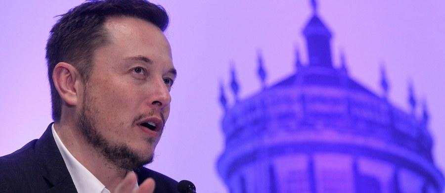 Miliarder Elon Musk przedstawił plan kolonizacji Marsa. Zakłada on budowę olbrzymiej rakiety wyposażonej w przedział załogowo-towarowy zdolny do transportu dużej liczby ludzi i dużej ilości towarów w celu kolonizacji Czerwonej Planety.