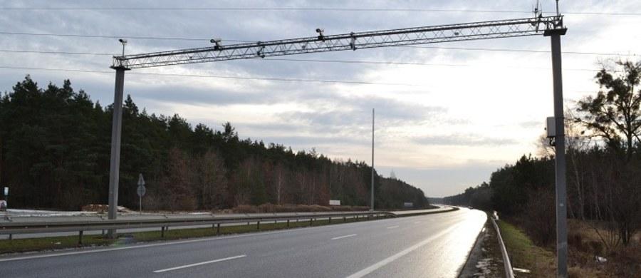 Od soboty kierowcy jeżdżący autami o masie powyżej 3,5 tony będą musieli zapłacić za kolejny odcinek autostrady A4. Podkarpacki fragment pomiędzy Rzeszowem a Jarosławiem zostanie objęty systemem viaTOLL. Na 41 kilometrach zostaną ustawione specjalne bramownice. Nowe opłaty nie będą dotyczyły kierowców osobówek.