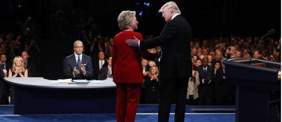 Nie potwierdziły się oczekiwania tych, którzy wieszczyli zdecydowane zwycięstwo Donalda Trumpa i prostą drogę do Białego Domu, nie spełniły się prognozy tych, którzy spodziewali się defensywnej i zahukanej Hillary Clinton. Nie potwierdziło się wreszcie przekonanie, że pierwsza debata prezydencka będzie słaba, tak jak słabi są konkurenci w tegorocznym wyścigu do Białego Domu. Debata moim zdaniem stała na przyzwoitym poziomie, a Hillary Clinton spisała się na tyle dobrze, by zasiać w sercach zwolenników Donalda Trumpa poważne wątpliwości. Inna sprawa, że Trump sam jej to ułatwił.