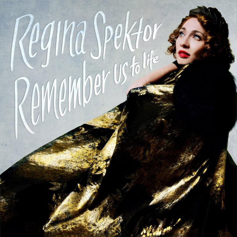 """Słuchając najnowszej płyty Reginy Spektor łapałam się na tym, że czekam, w napięciu nasłuchuję, kiedy artystka zacytuje słynny refren z """"Tańcząc w ciemnościach"""": """"This is a musical..."""". Regina nagrała musical bez wizji, muzyczną opowieść o życiu pełnym porywów i namiętności. Jest w niej zaduma Mitchell i czarna kobiecość Dietrich. A nawet - nieco szaleństwa Björk. Ale przede wszystkim - jest bardzo dużo muzyki. Takiej muzycznej prawdziwej muzyki."""