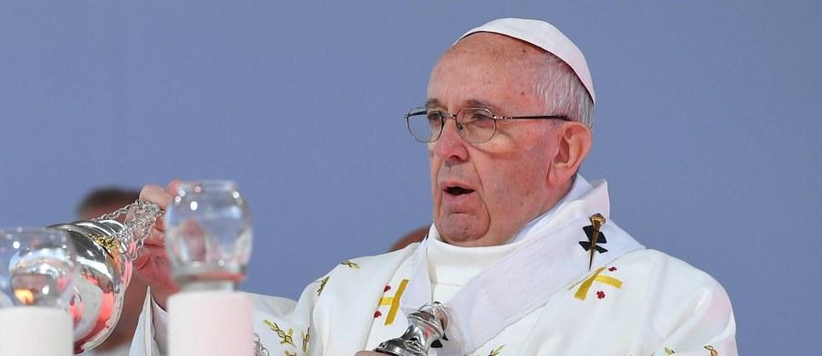 """""""Inszallah"""" ( Jak Bóg pozwoli) - tak papież Franciszek odpowiedział po arabsku chaldejskiemu patriarsze Bagdadu Louisowi Raphaelowi I Sako na wyrażone przez niego pragnienie, by odwiedził Irak. O reakcji papieża poinformowały źródła w patriarchacie."""