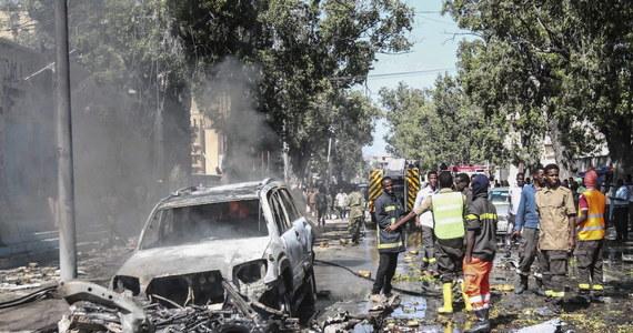 W stolicy Somalii Mogadiszu dżihadyści z ugrupowania Al-Szabab przeprowadzili atak na restaurację, w której stołują się członkowie somalijskich sił bezpieczeństwa. Przed wejściem do lokalu wybuchł samochód. Zginęły trzy osoby.
