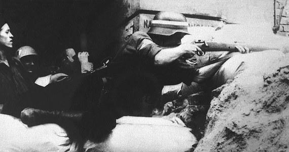 """72 lata temu, 2 października 1944 roku, po 63 dniach heroicznego boju powstańców z wojskami niemieckimi przedstawiciele KG AK płk Kazimierz Iranek-Osmecki """"Jarecki"""" i ppłk Zygmunt Dobrowolski """"Zyndram"""" podpisali w kwaterze SS-Obergruppenfuehrera Ericha von dem Bacha w Ożarowie układ o zaprzestaniu działań wojennych w Warszawie."""