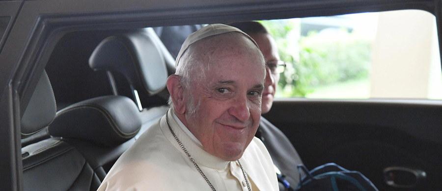 Papież Franciszek, który w niedzielę rozpoczął krótką wizytę w Azerbejdżanie, w stolicy kraju Baku odprawił mszę w kościele salezjanów. Kościół znajduje się na terenie podarowanym katolikom przez muzułmanów, stanowiących 96 procent ludności kraju.