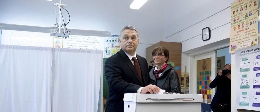 Frekwencja w niedzielnym referendum na Węgrzech ws. obowiązkowych kwot osiedlania imigrantów o godz. 17.30 wyniosła 39,88 proc. Według przewodniczącego Narodowego Komitetu Wyborczego Andrasa Patyiego najprawdopodobniej ostatecznie nie przekroczy 50 proc.