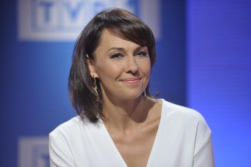 """Nowy program TVP2 """"Szeptem"""", który ma zadebiutować w nocy z 5 na 6 października, poprowadzi Anna Popek. Początkowo Telewizja Polska informowała, że to Ewa Błaszczyk będzie gospodynią tego programu."""