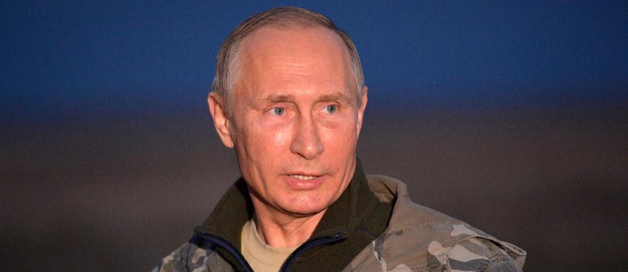 Wydatki Rosji na cele wojskowe mają wzrosnąć o 679 mld rubli (10 mld USD), podczas gdy nakłady budżetowe na świadczenia socjalne spadają o 375 mld rubli (6 mld USD) – poinformował portal Gazeta.ru. Powołuje się on na źródło rządowe.